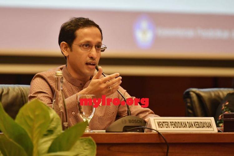 Buah Simalakama Menteri Pendidikan Terkait Kebijakan Sekolah Online